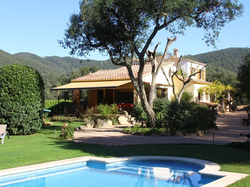 Serene Villa in Calonge with Private Swimming Pool – semesterbostad i Sant Sadurni de l'Heura