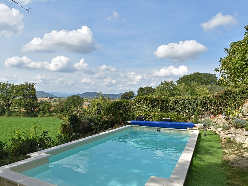Charming villa with private pool and phenomenal views, vacation rental in Barjac