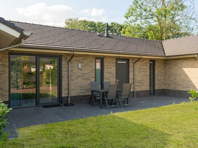 Atmospheric and modernly furnished bungalow near the Veluwe, vacation rental in Kootwijk