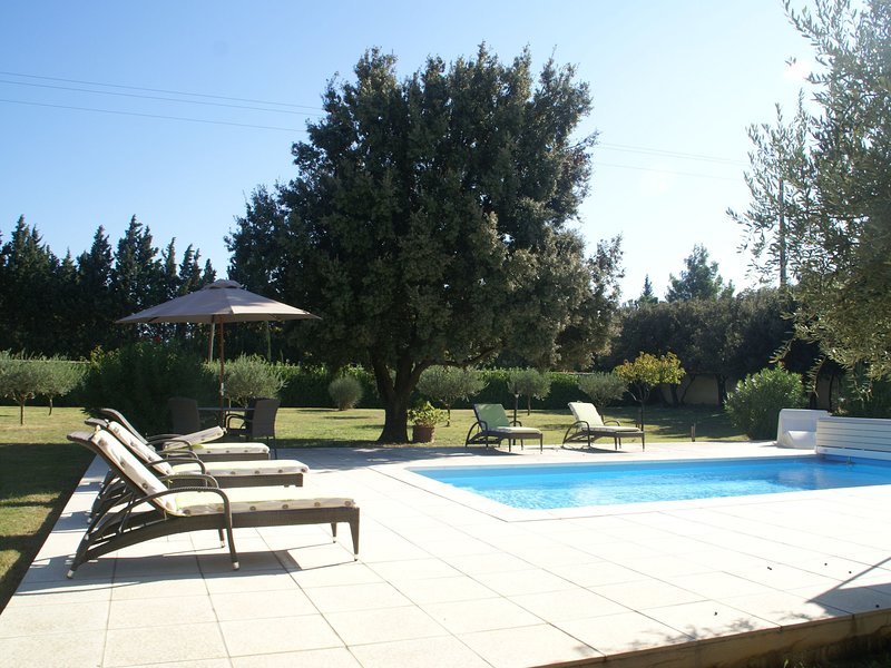 Cozy Villa in Sorgues with Swimming Pool, location de vacances à Châteauneuf-du-Pape