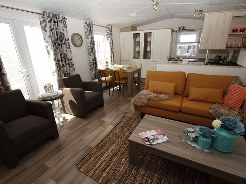 Comfortable chalet with a terrace in a beautiful setting, vacation rental in Cromvoirt