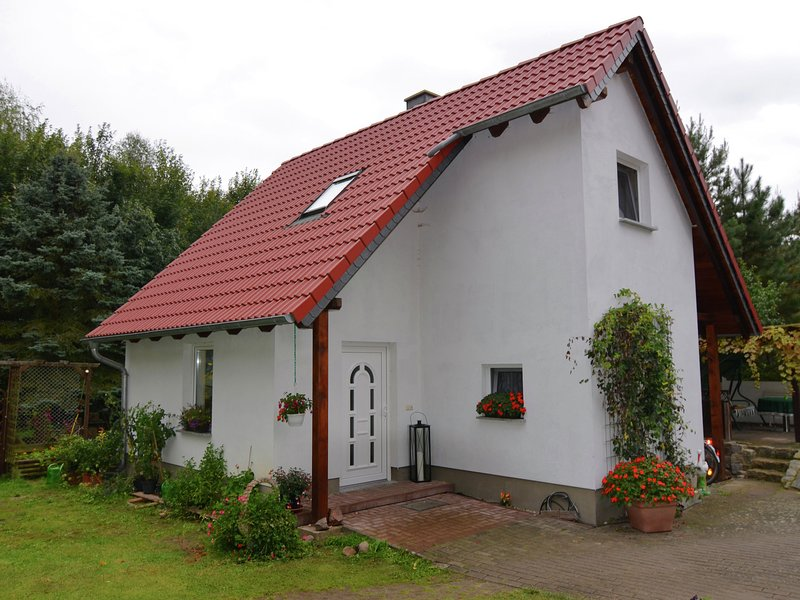 Nice holiday home at the edge of the forest., holiday rental in Schmogrow Fehrow