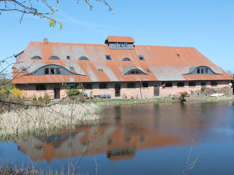 Spacious Apartment with Sauna in Buschenhagen, holiday rental in Klausdorf