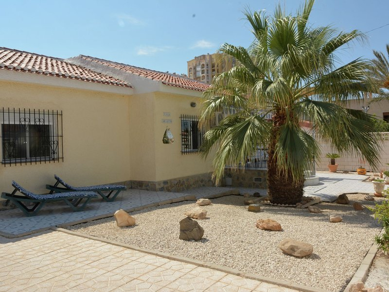 Modern Villa in Torrevieja with Swimming Pool, vacation rental in Torrevieja