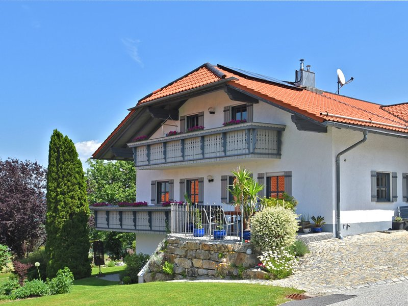 Beautiful apartment in the Bavarian Forest with balcony and whirlpool tub, holiday rental in Rohrnbach