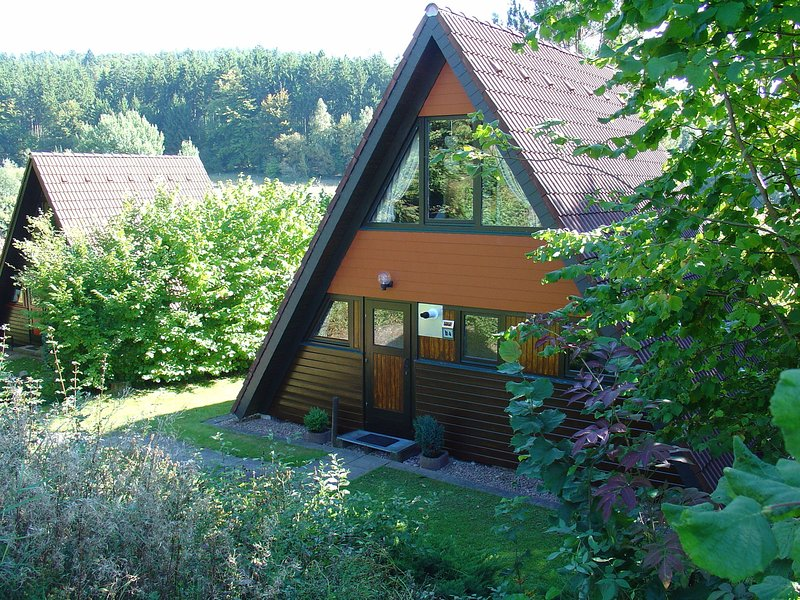 Detached, wooden bungalow with a terrace, in a wooded area, holiday rental in Bebra