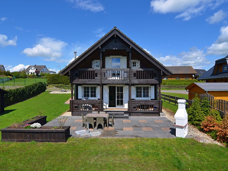Luxurious Chalet in Medebach Sauerland with private garden, holiday rental in Medelon