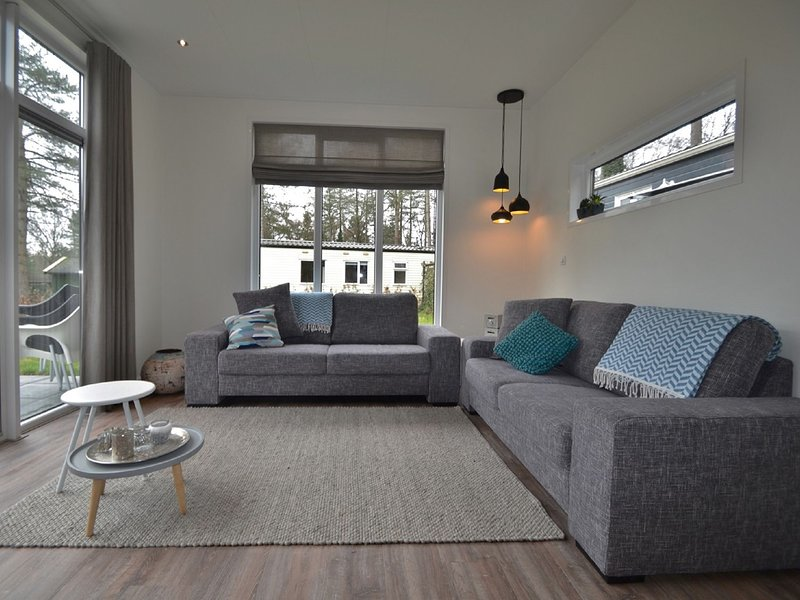 Modern chalet with covered terrace in nature, holiday rental in Druten