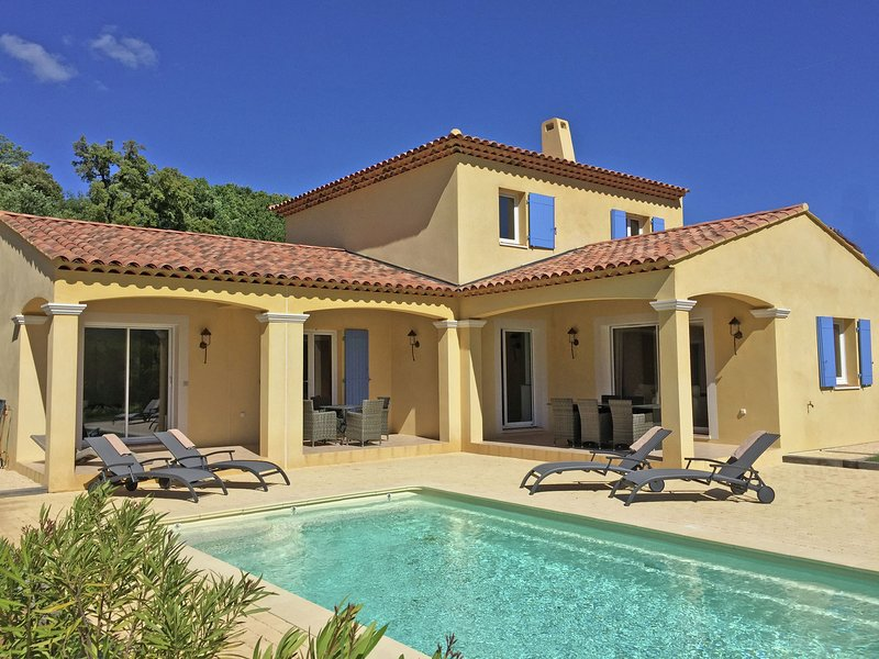 Contemporary villa in Le Plan-de-la-Tour with pool, holiday rental in Plan de la Tour