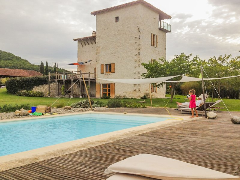 Cozy Cottage in Penne-d'Agenais with Private Pool, holiday rental in Trentels