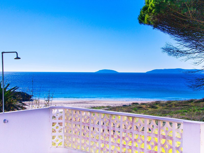 Spacious Apartment in Galicia with Terrace, holiday rental in Portonovo