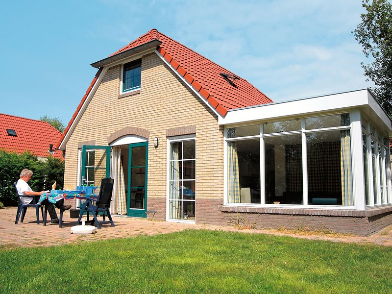 Detached holiday home with combi microwave, in green Twente, holiday rental in Geesteren