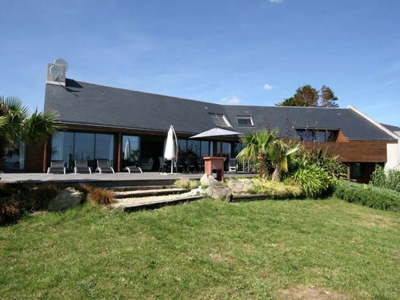 Elite Holiday Home with Private Pool in Plouhinec France, holiday rental in Plouhinec