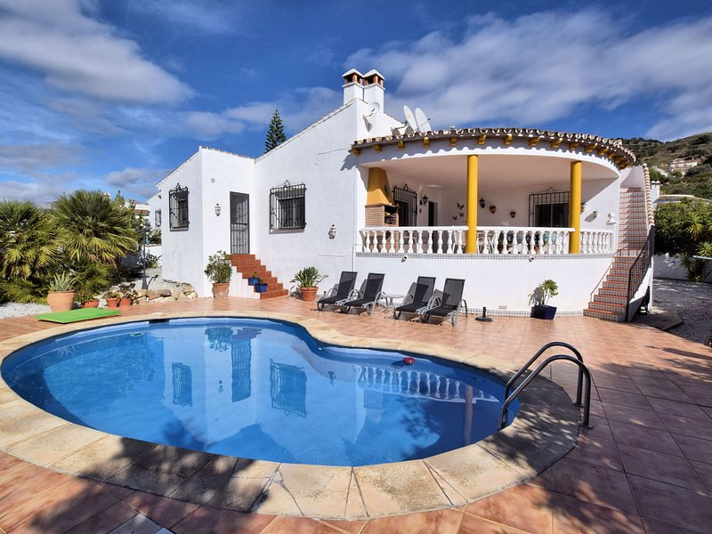 Comfortable Holiday Home with Private Pool in Viñuela, holiday rental in Canillas de Aceituno
