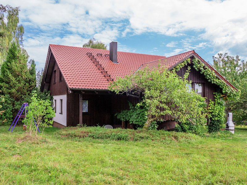 Cozy Cottage in Black Forest near Ski Area, location de vacances à Lossburg