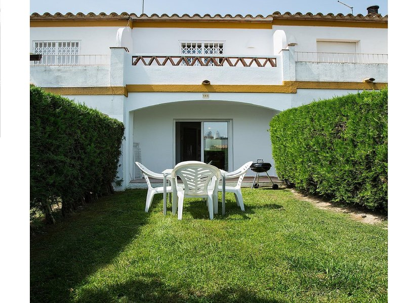 House for 4 people with 3 community pools 4 km from the beach, vacation rental in Gualta