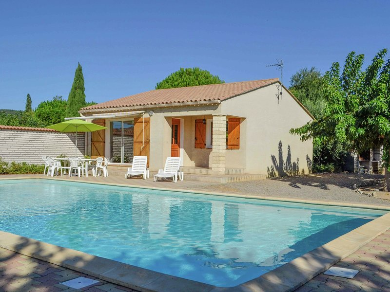 Beautiful, large private pool with a nice holiday!, holiday rental in Ouveillan