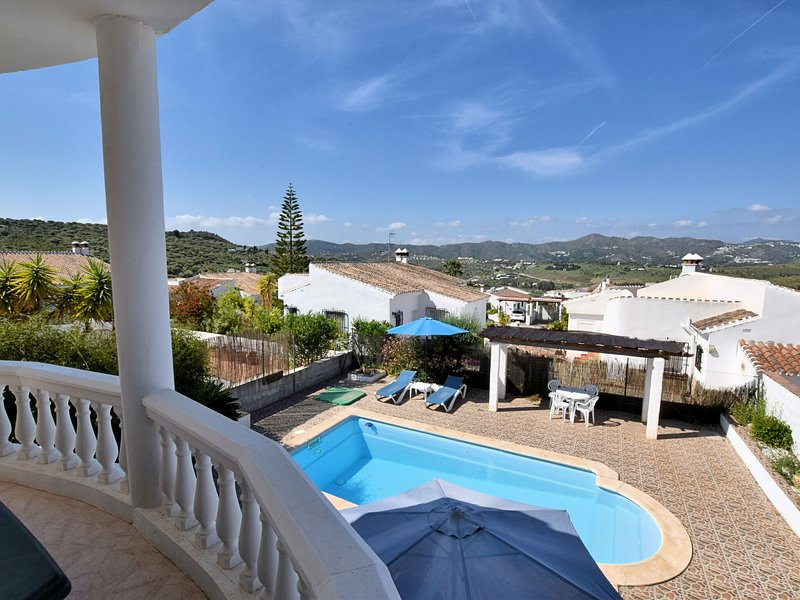Nice holiday home with private swimming pool 25 minutes from Torre del Mar, holiday rental in Puente Don Manuel