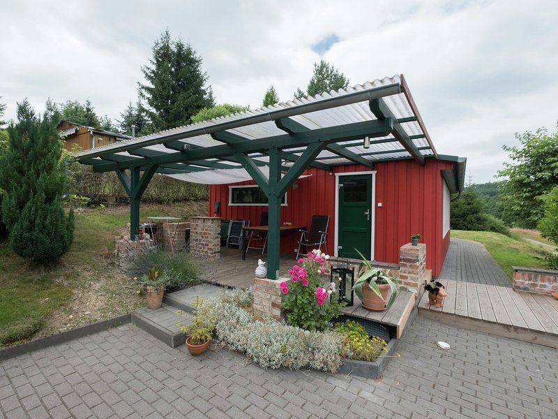 Detached holiday home in the Harz with wood stove and covered terrace, vacation rental in Allrode