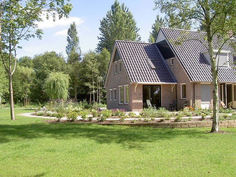 Rurally located holiday home in the beautiful natural surroundings of the Drenth, holiday rental in Balkbrug