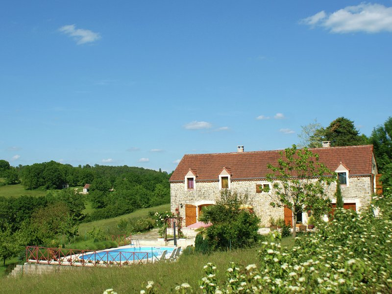 Lovely Holiday Home in Thédirac with Swimming Pool, alquiler vacacional en Nuzejouls