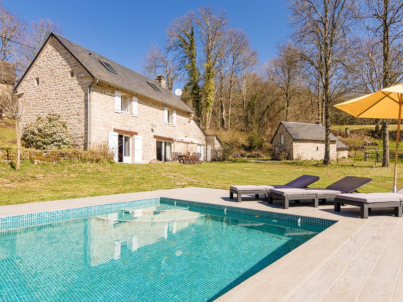 Fantastic Holiday Home in Veix Limousin with Private Pool, holiday rental in Madranges