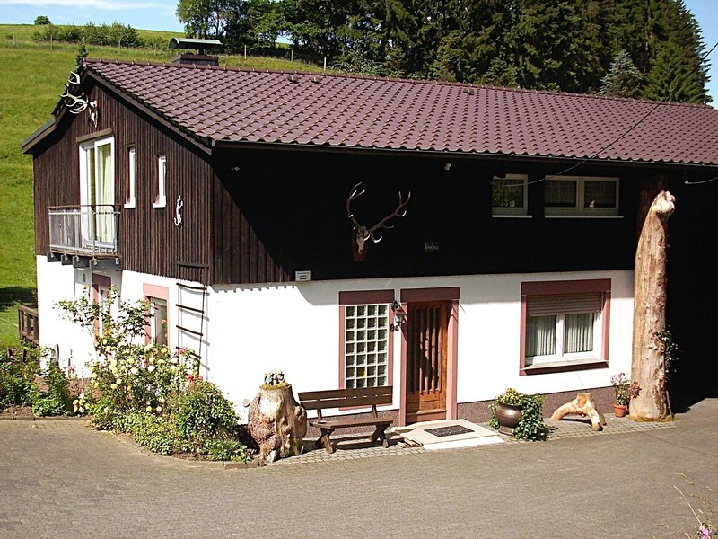 A holiday home for 2 persons in a deer park – semesterbostad i Attendorn