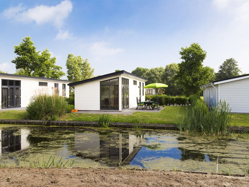 Modern chalet with dishwasher, only 18 km. from Rotterdam, holiday rental in Bodegraven
