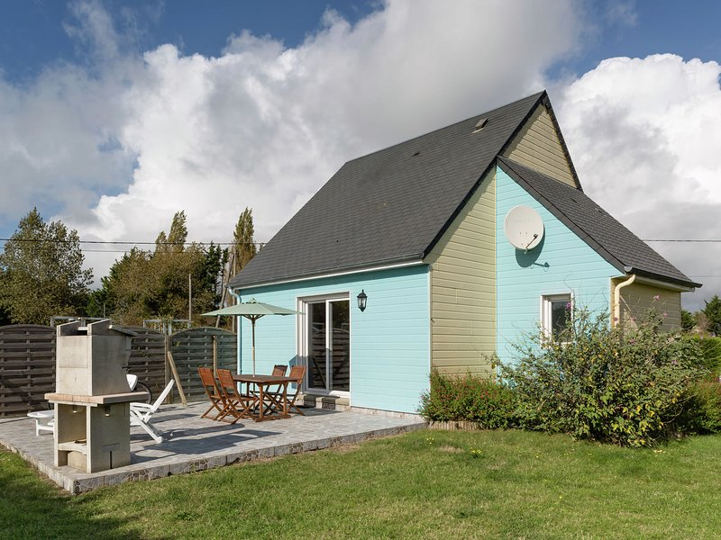 Lovely Holiday Home with Private Garden near Sea in Normandy, holiday rental in Saint-Germain-Sur-Ay