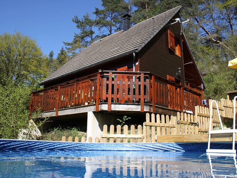 Pretty Chalet in Beaulieu France With Private Swimming Pool, holiday rental in Margerides