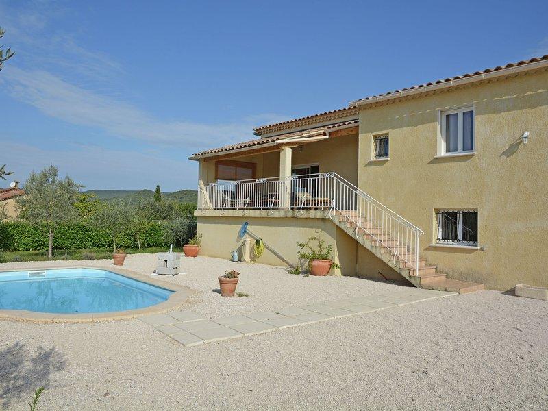 Valley View Villa Saint-Laurent-de-Carnols with Pool in, vakantiewoning in La Roque-sur-Ceze