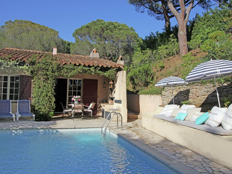 Charming holiday home with private swimming pool within short distance of Plage, holiday rental in Ramatuelle