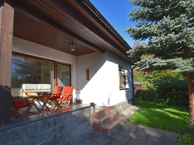 Holiday home in the Harz with private garden and comfortable terrace, vacation rental in Rubeland