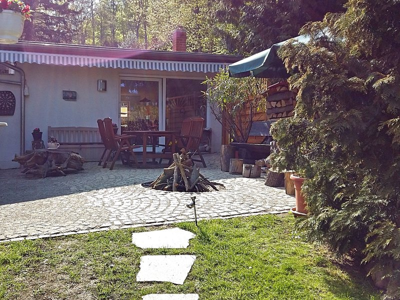 Holiday home in the beautiful Harz region with wood stove, large terrace, barbec, location de vacances à Halberstadt