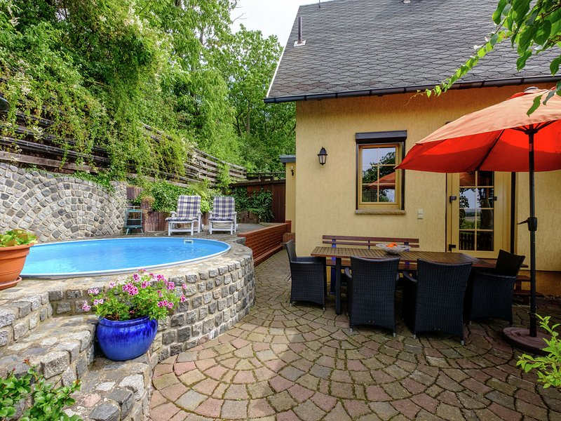 Exclusive holiday home with terrace and a terrific view of the Brocken, location de vacances à Gernrode