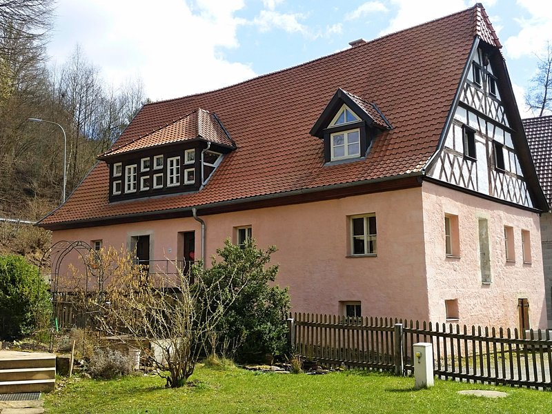 Holiday in a historical building in the heart of the Franconian forest., vacation rental in Sonneberg