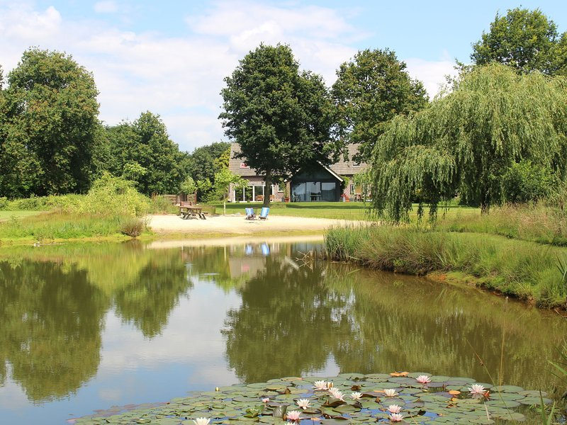 Comfortable holidayhome in natural area with jacuzzi, sauna and free Wi-Fi, holiday rental in Gennep