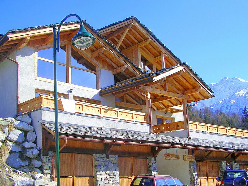 New and modern chalet just 350 m from the ski lifts, casa vacanza a Nancroix