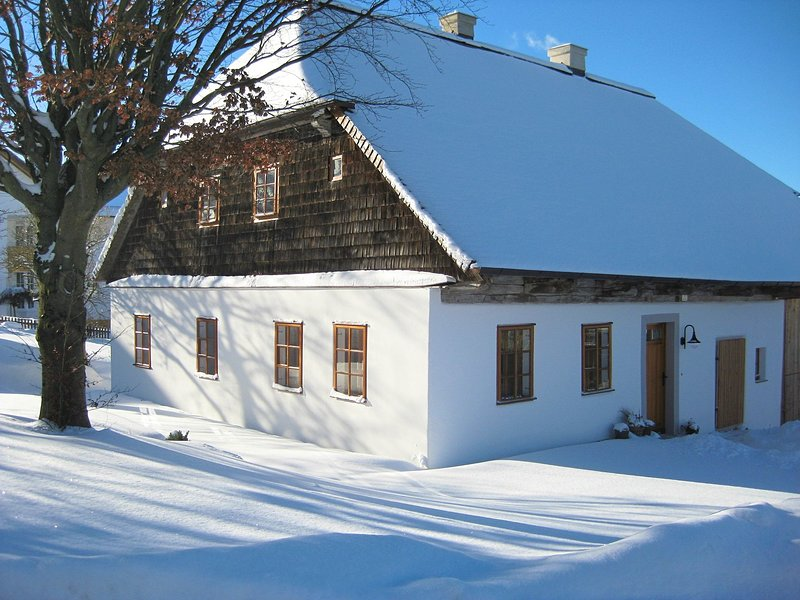 Unique and historic holiday home with private garden., holiday rental in Schoensee