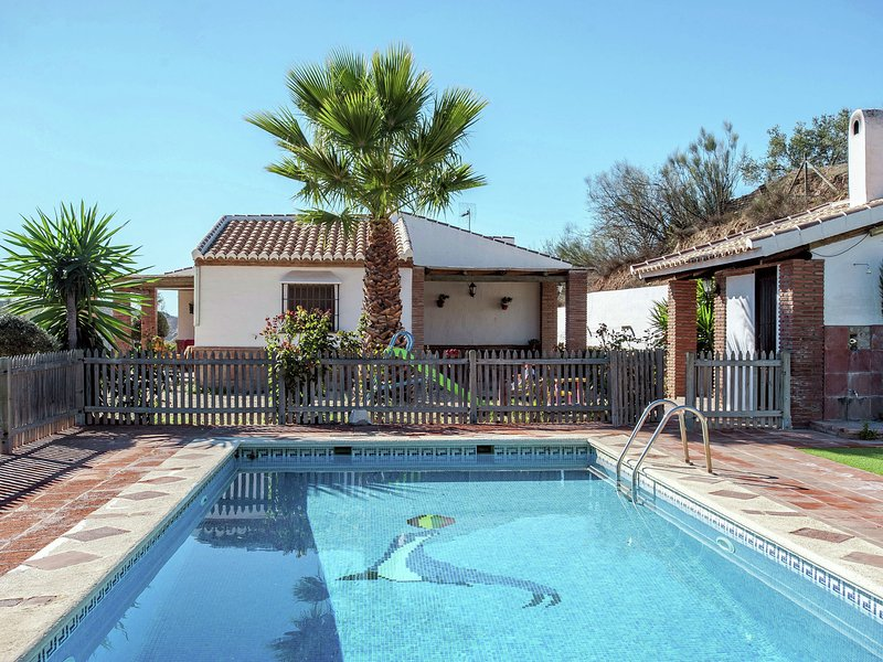 Roofed Cottage in Andalusia with fantastic pool and garden, Ferienwohnung in Antequera
