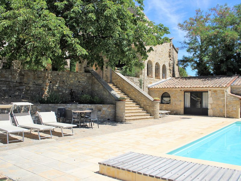 Holiday Home in Saint-Laurent-la-Vernède with Heated Pool, casa vacanza a Cavillargues