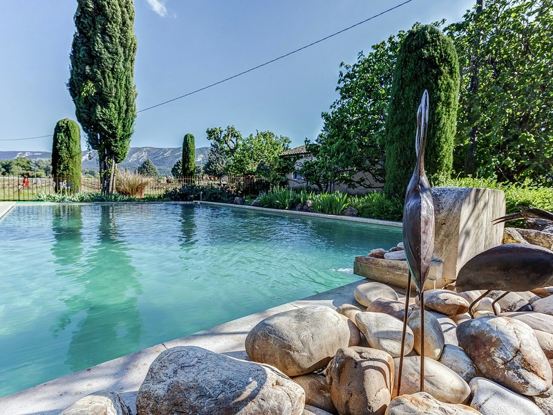Provençal cottage with common pool, situated among vineyards in the heart of th, location de vacances à Oppède