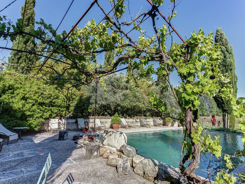 Spacious Cottage in Oppede withSwimming Pool, location de vacances à Oppède