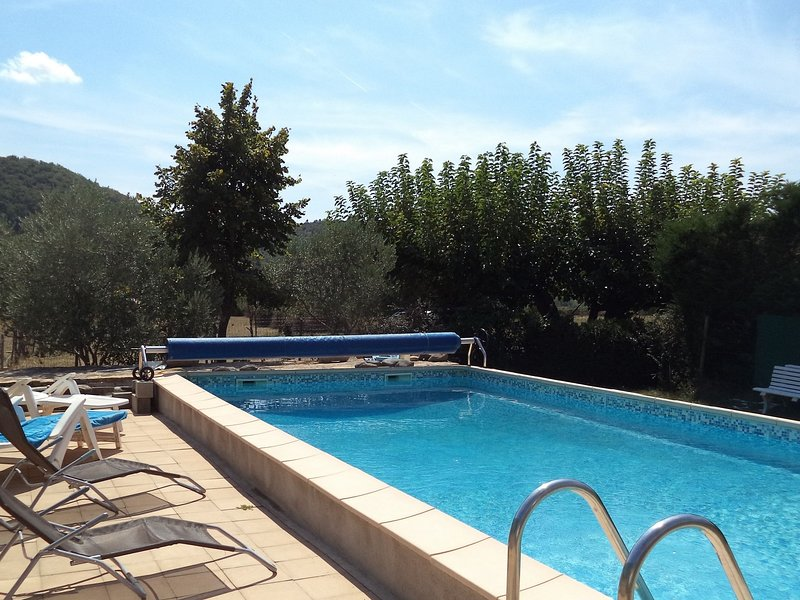 Renovated apartment at farm, with shared pool in ideal location in the Ardeche, location de vacances à Villeneuve-de-Berg