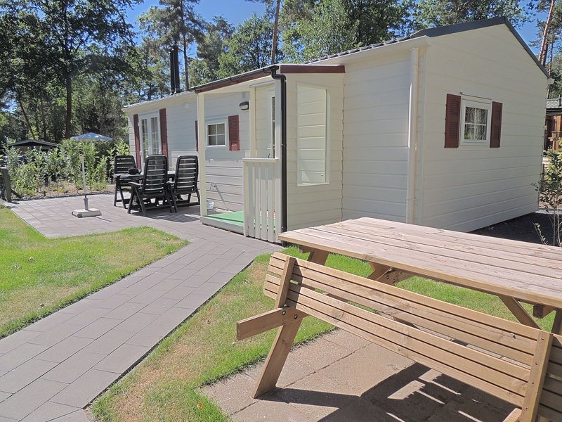 Carefully furnished chalet with a nice garden, in nature, holiday rental in Otterlo