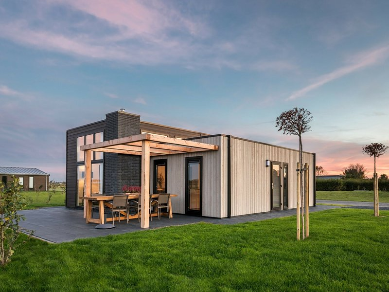 Modern, sustainably built bungalow between 2 nature reserves, vacation rental in Herkingen
