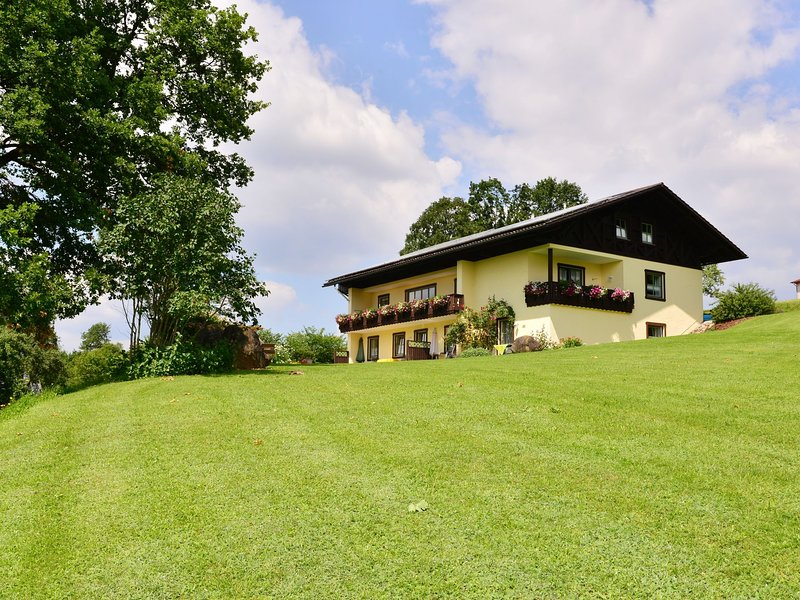 Scenic Holiday Home with Sauna near Ski Area in Bavaria, vakantiewoning in Teisnach