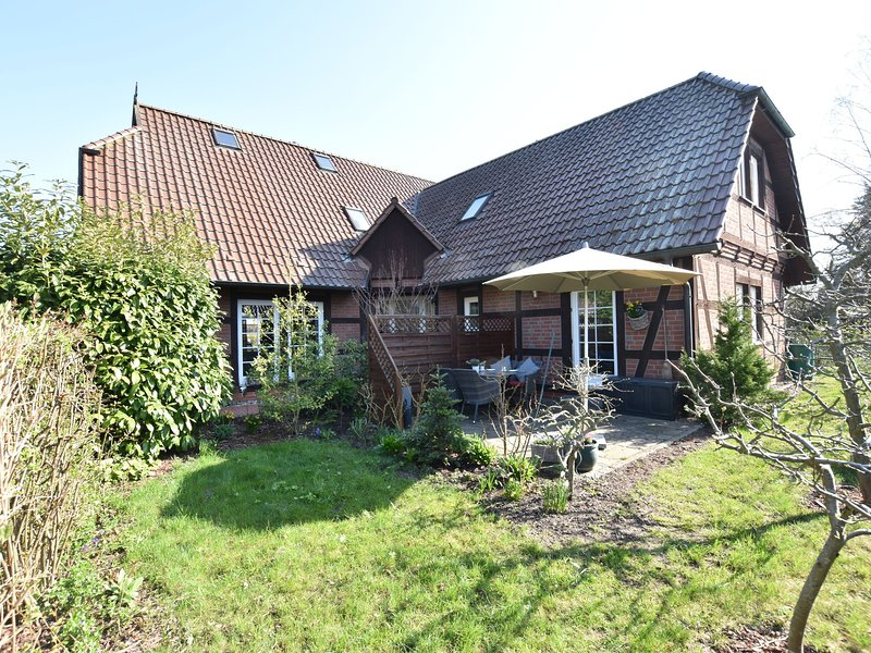 Spacious Holiday Home in Kritzmow with Terrace, holiday rental in Roggentin