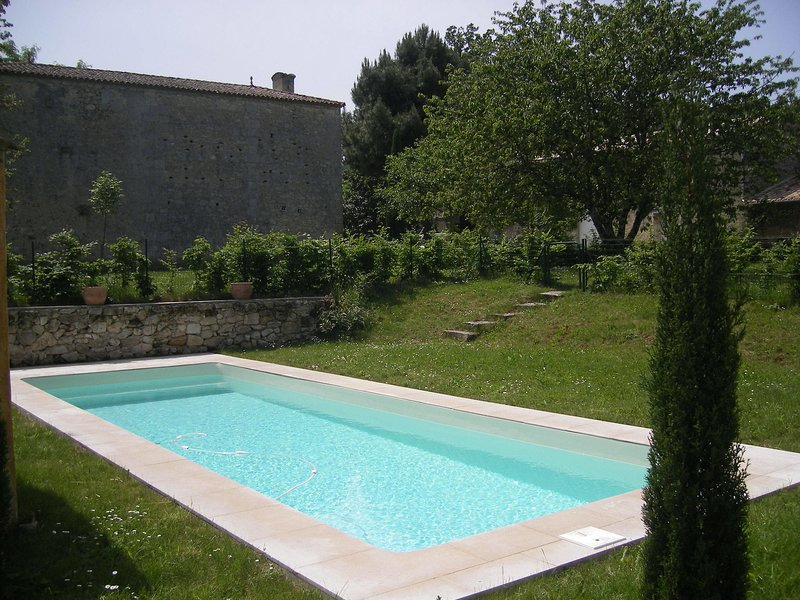 Spacious Mansion with Private Pool in Saint-Cibard, holiday rental in Belves-De-Castillon