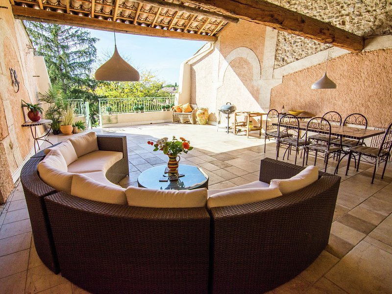 Historical Villa in Thézan-lès-Béziers with Garden, holiday rental in Pailhes